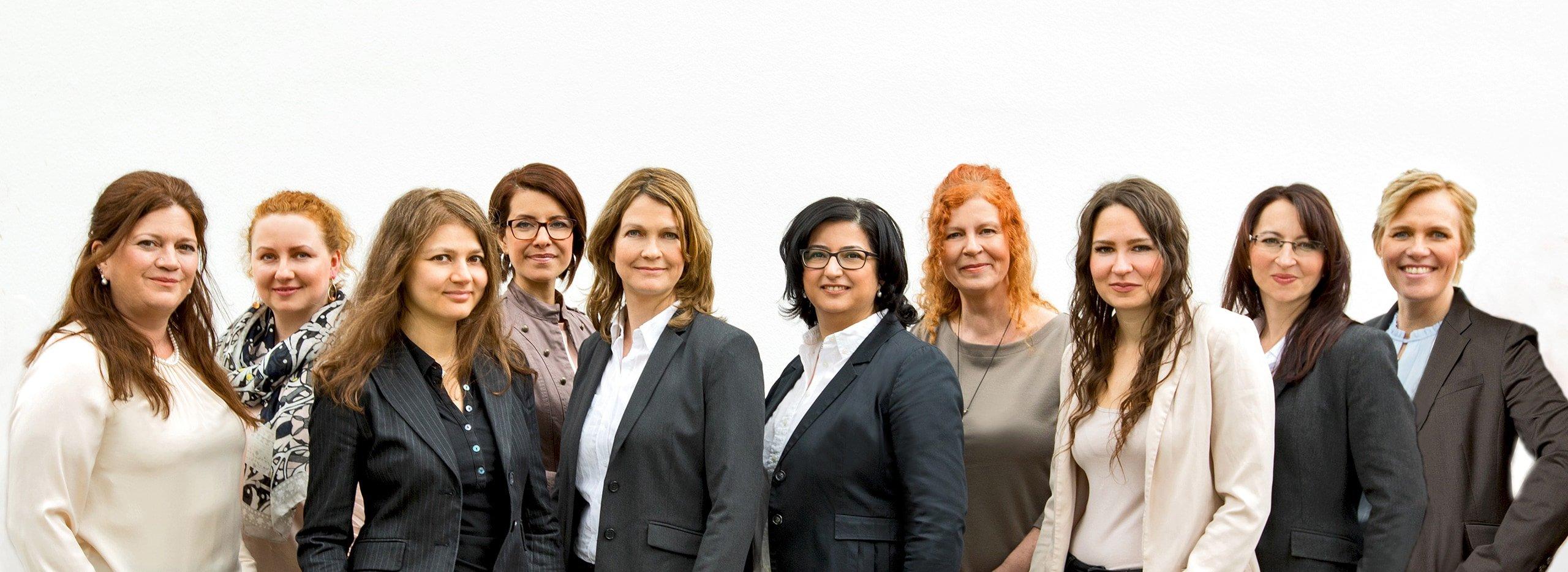 Gruppenbild der Anwälte und des Teams bei Bösch & Kalagi